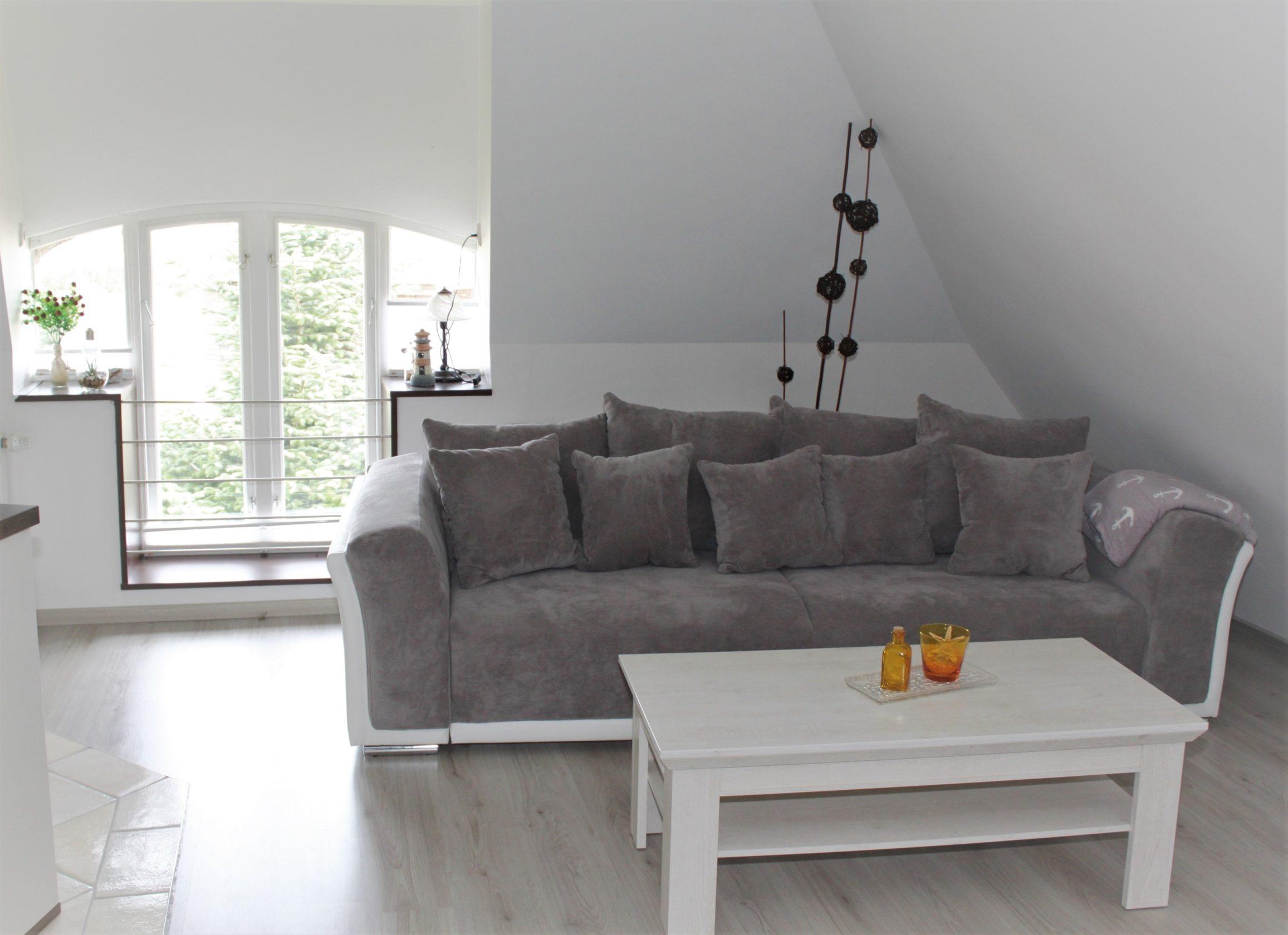 Reet-Selig-Ferienwohnung-Wohnzimmer